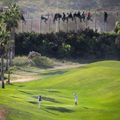 This viral golf photo speaks volumes about the separation of two worlds