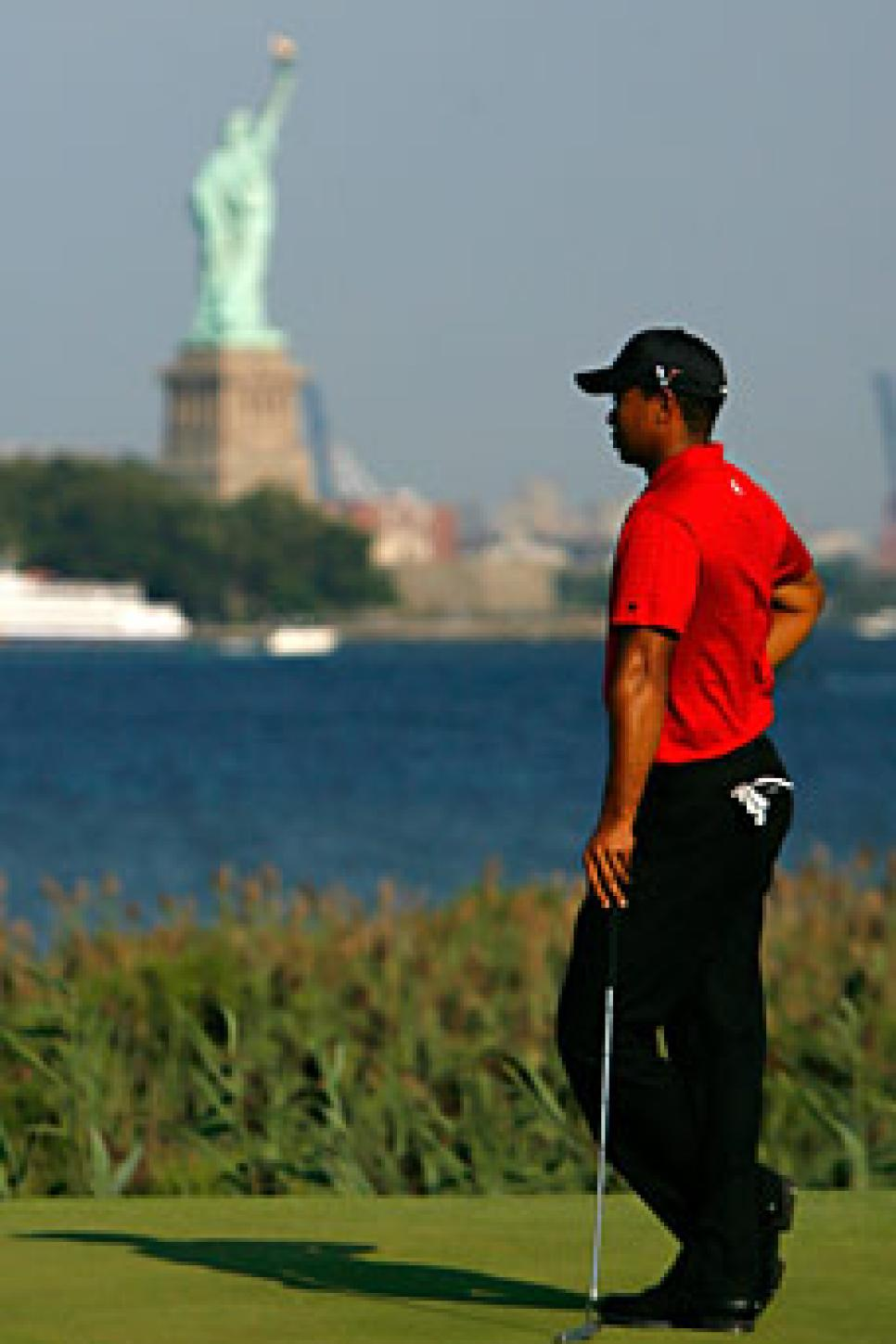golfworld-2009-08-gwar01_090831_tiger_woods.jpg