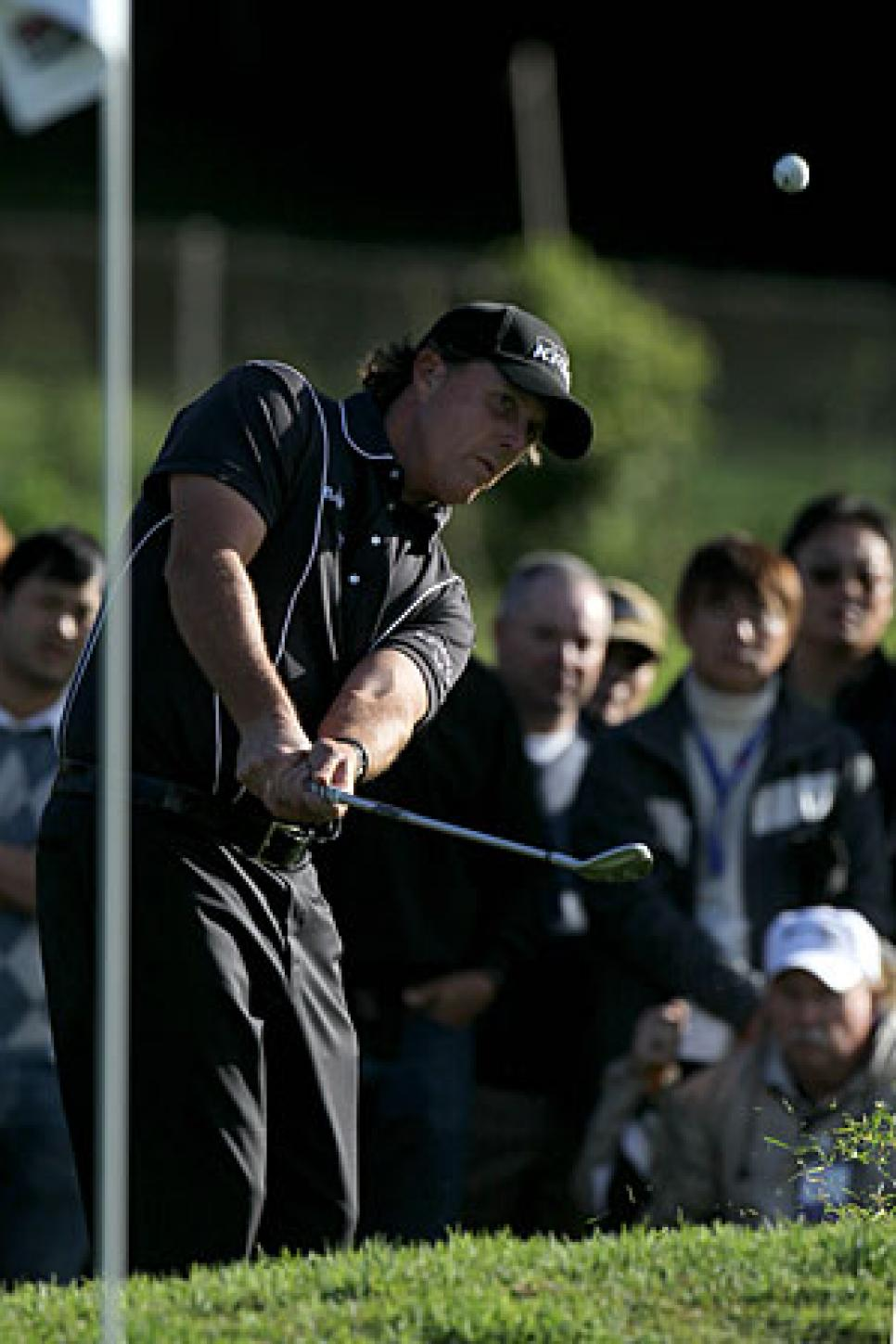 golfworld-2010-02-gwar01_0208_phil_300.jpg