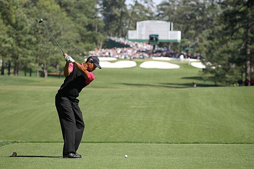 golfworld-2010-03-gwar01_0316_tiger_620.jpg