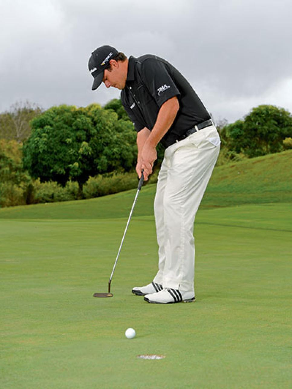 Keep an easy grip on your putter