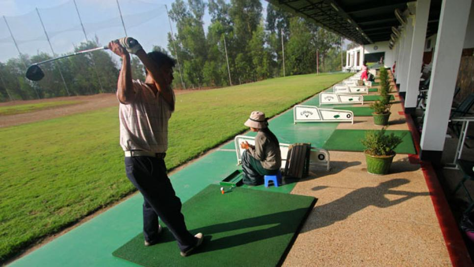 golfworld-2012-07-gwar01_driving_range_final_say_0709.jpg