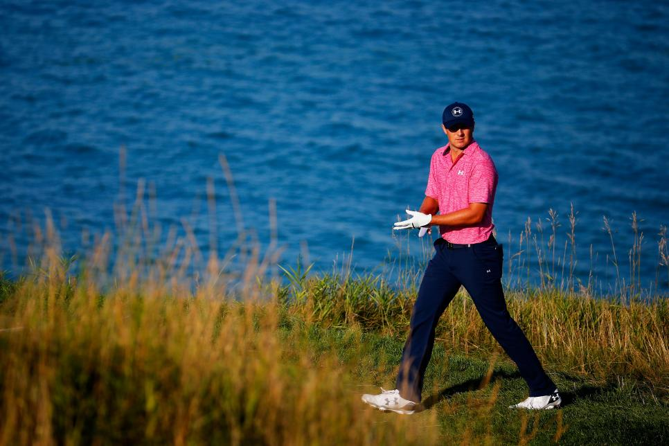 Jordan-Spieth-Whistling-Straits-Removing-Glove.jpg