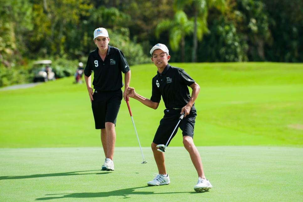 Krando-Nishiba-winning-putt-pga-jr-league-2015.jpg