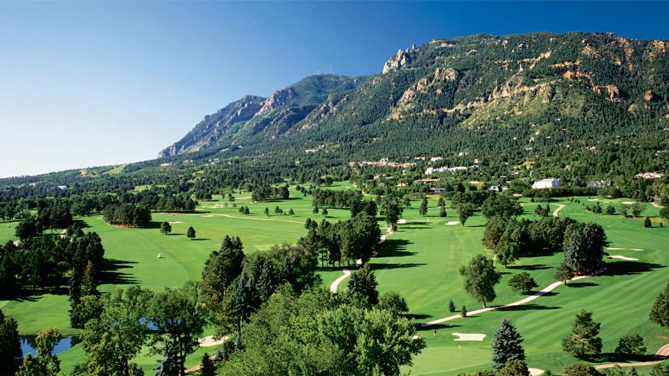 family-destinations-the-broadmoor-aerial.jpg