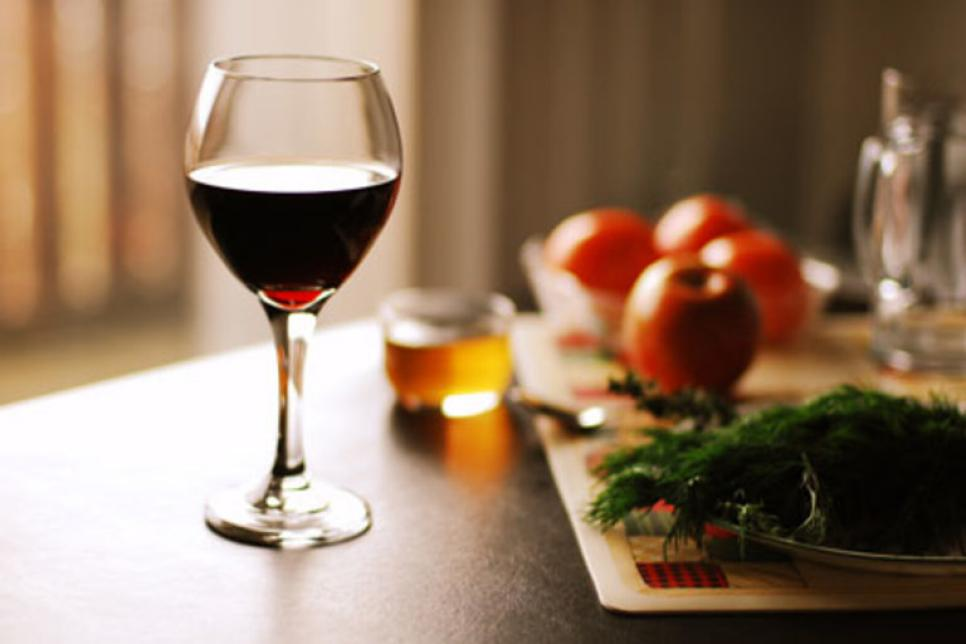 fitnessfriday-thanksgiving-tips-wine.jpg