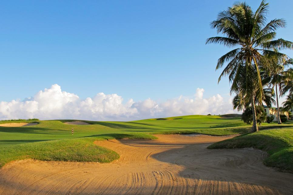 Varadero-Golf-Club-18-Cuba-staff.jpg