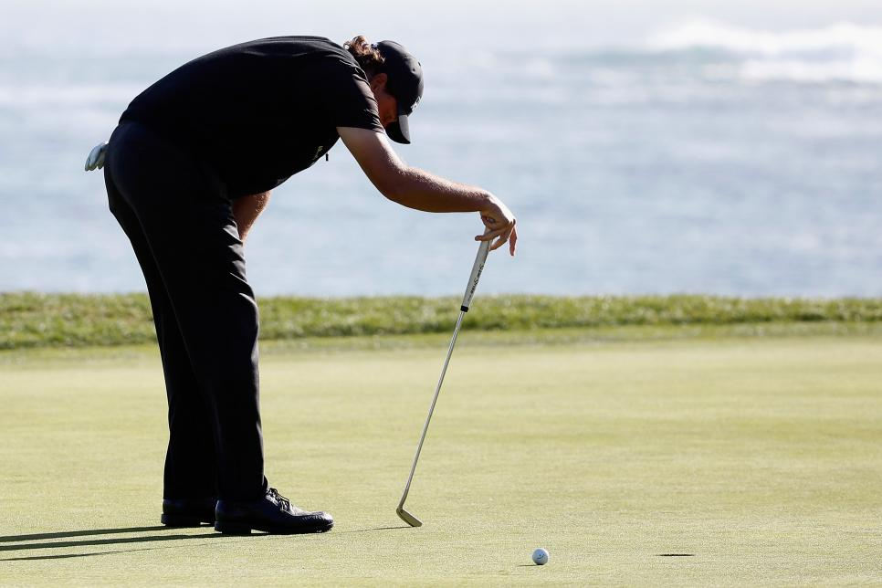 Phil-Mickelson-Missed-Putt-at-18.jpg