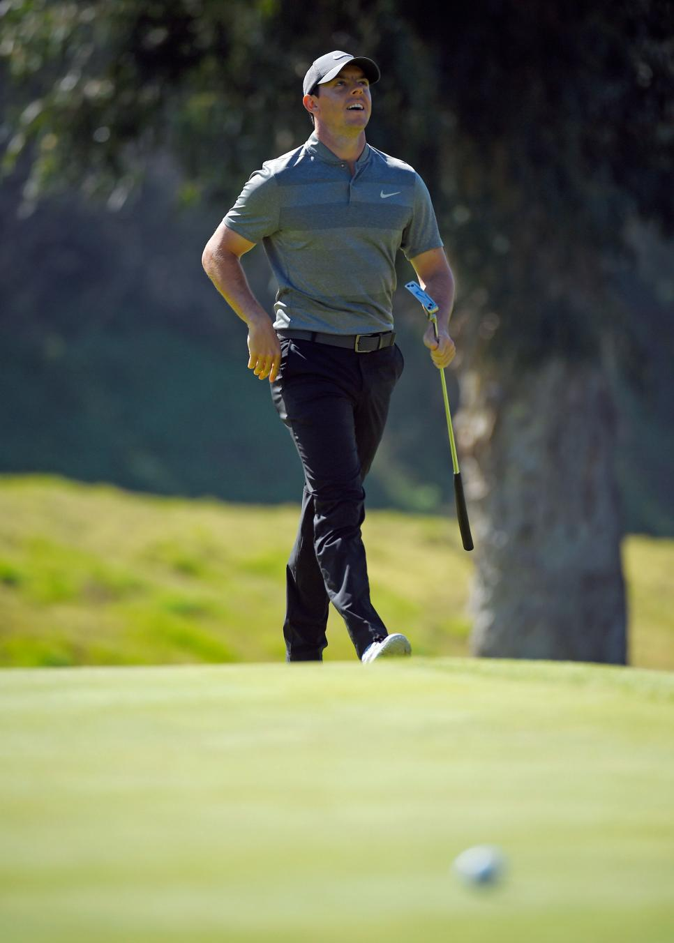 rory-mcilroy-northern-trust-open-disappointed-putting-2016.jpg
