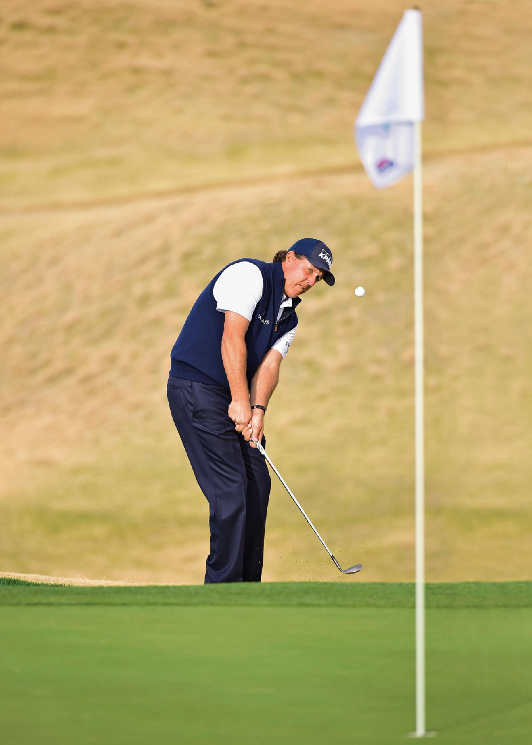 Phil-Mickelson-chipping-TPC-Stadium-course-PGA-West.jpg