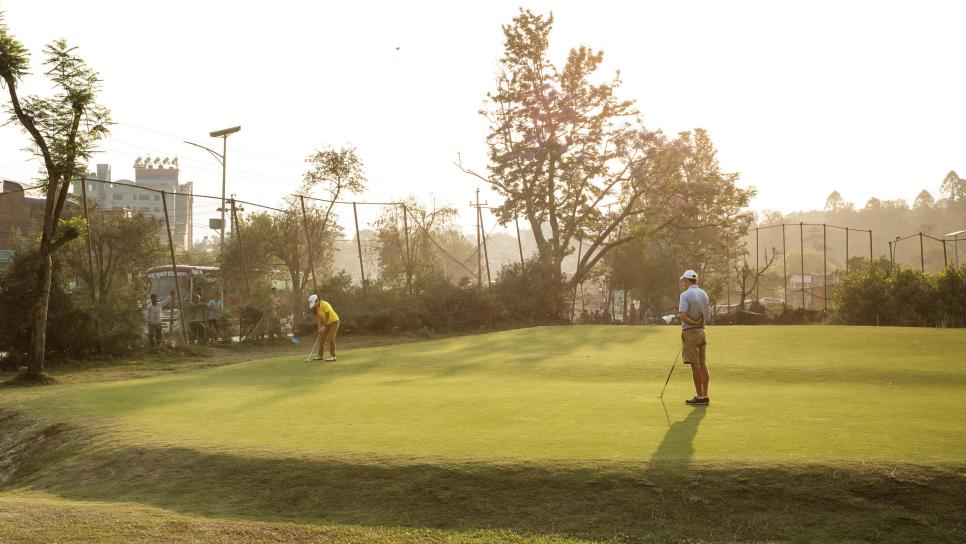 Pratima-Sherpa-putting-Royal-Nepal-fourth-hole.jpg