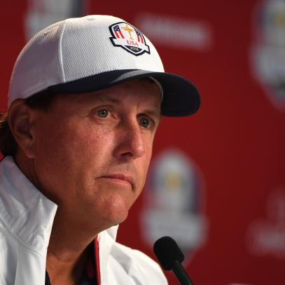 After stinging comments, Phil Mickelson admits he was 'totally in the wrong'