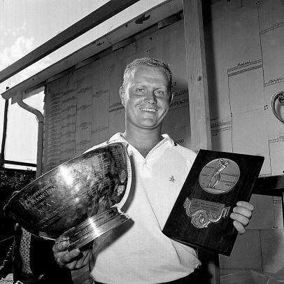 What prompted Jack Nicklaus to give up on the idea of being a career amateur