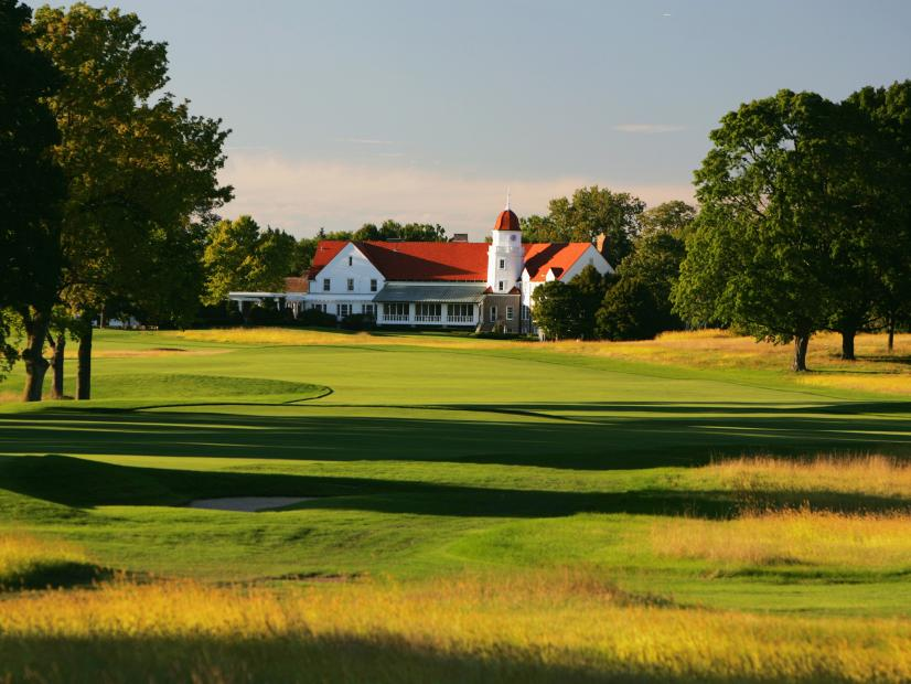 2017-14-Chicago-GC-hole-16-and-clubhouse.jpg
