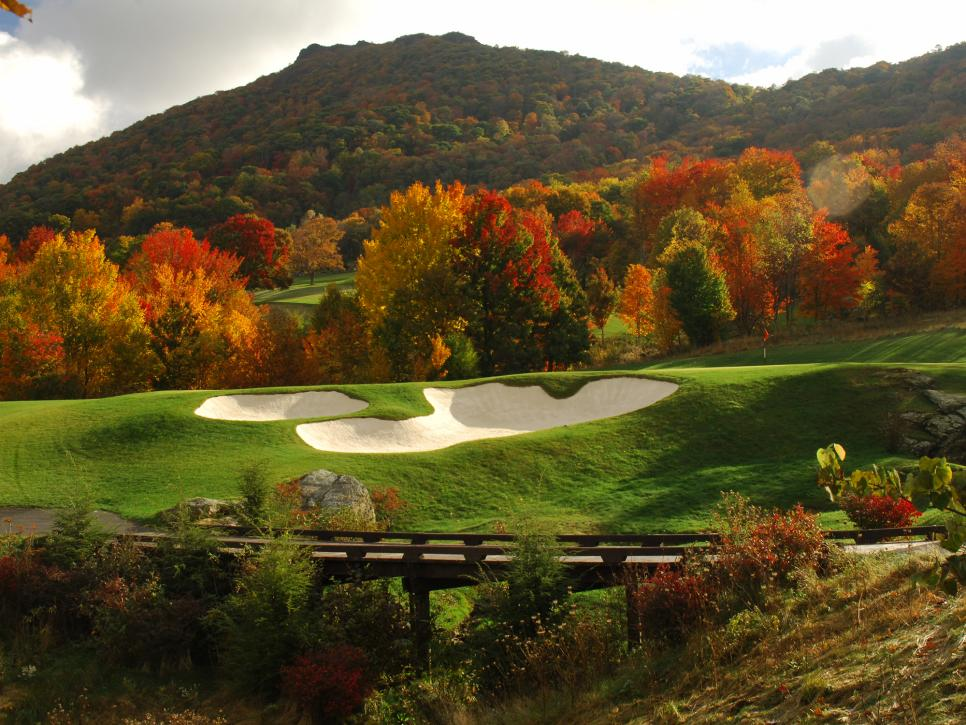 2017-90-Diamond-Creek-GC-hole-7-green-and-Hanging-Rock-Mountain-in-background.jpg