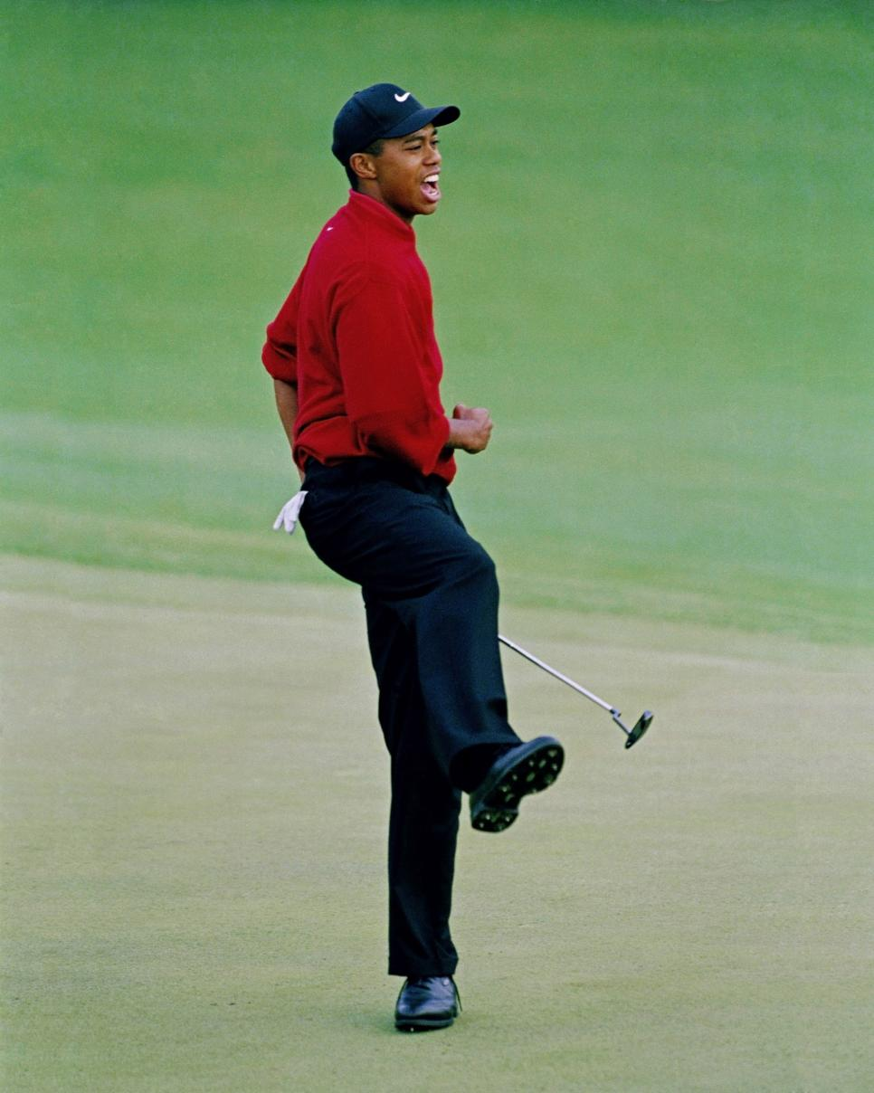 97masters-revisited-tiger-celebration-18th-fist-pump-tight.jpg