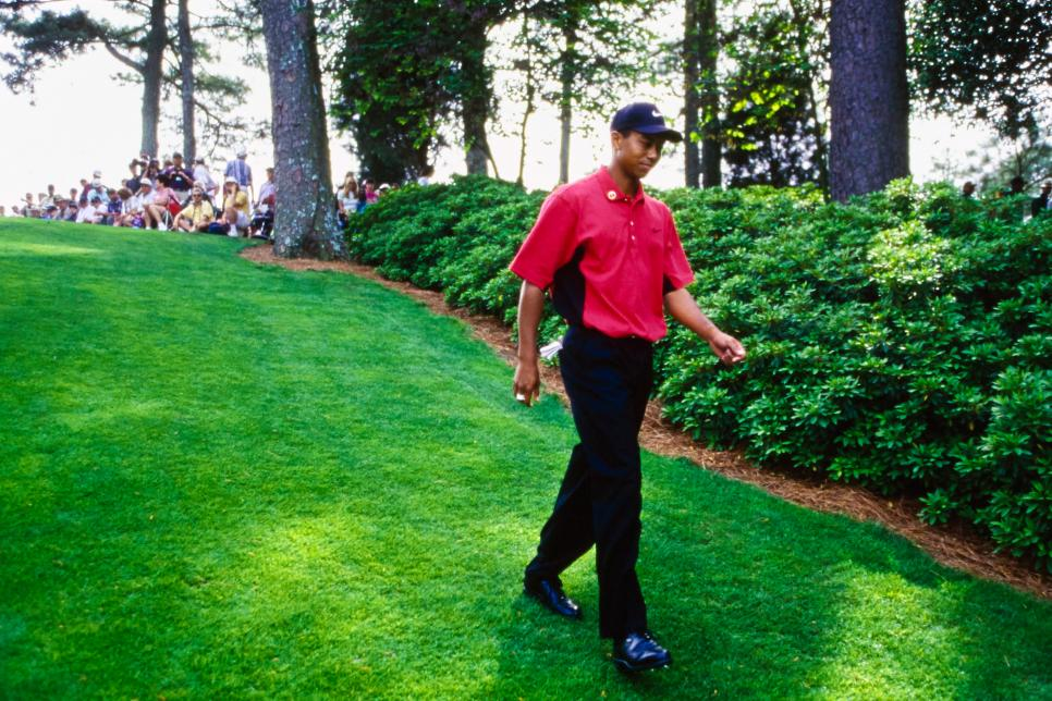 97masters-revisited-tiger-woods-walking-6th-hole.jpg