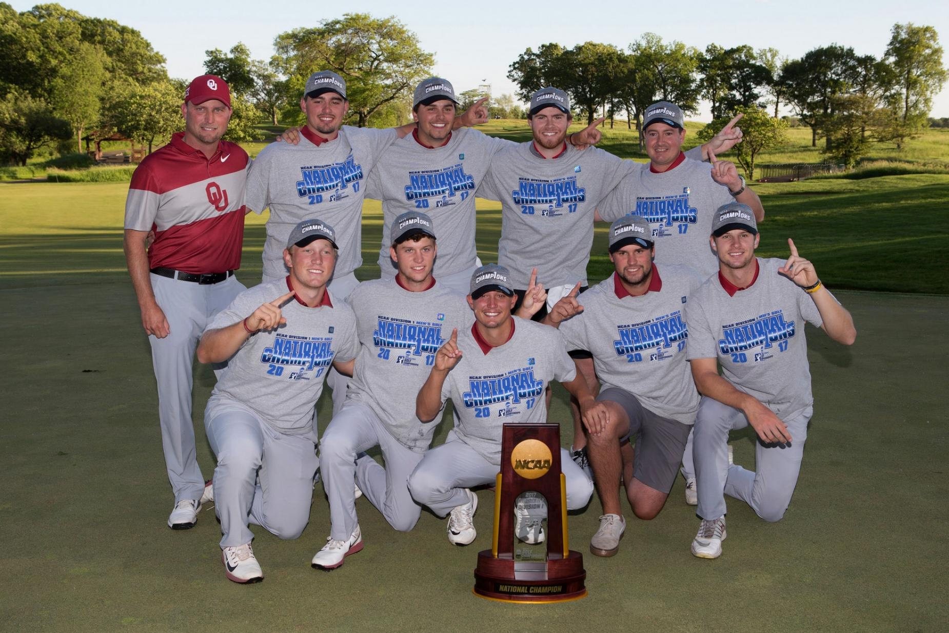 oklahoma-team-ncaa-2017-trophy-shot.jpg