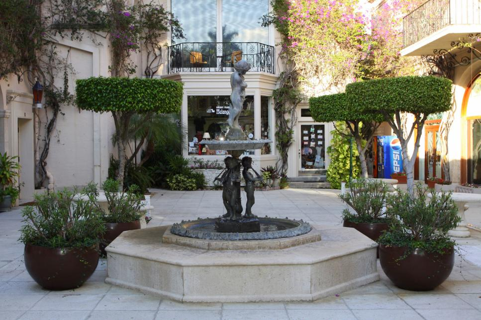 Palm-Beach-and-Worth-Avenue-Fountain.jpg