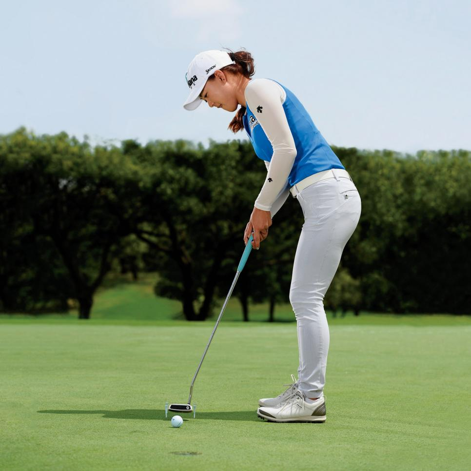 Minjee-Lee-putting-alignment-drill.jpg