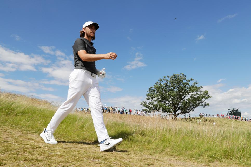 tommy-fleetwood-walking-US-open-2017.jpg