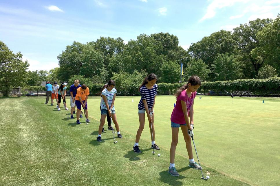Dyker-Beach-Golf-Course-Brooklyn-junior-golfers.jpg