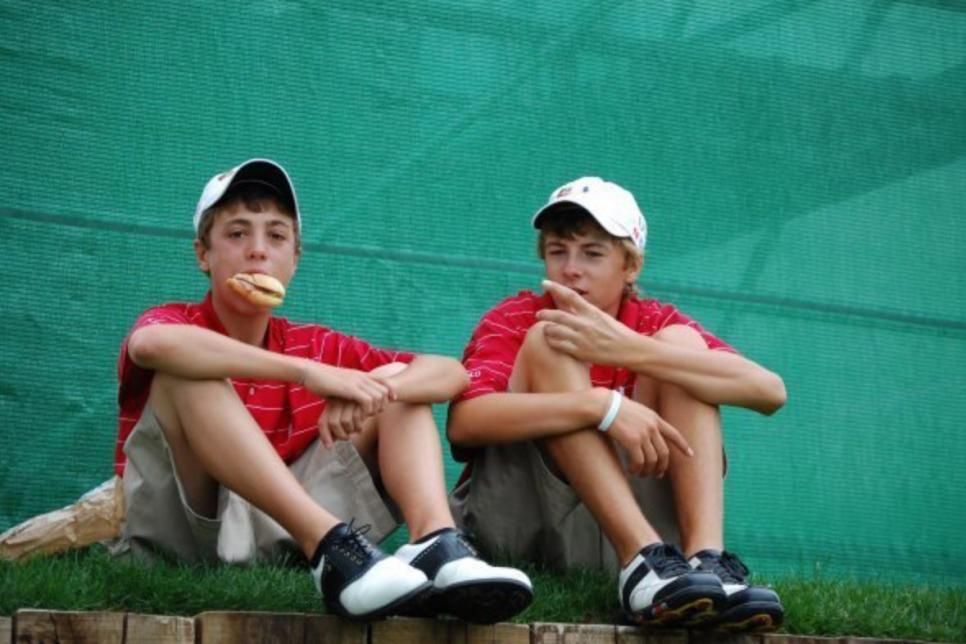 justin-thomas-jordan-spieth-junior-golf-sandwich-photo.jpg