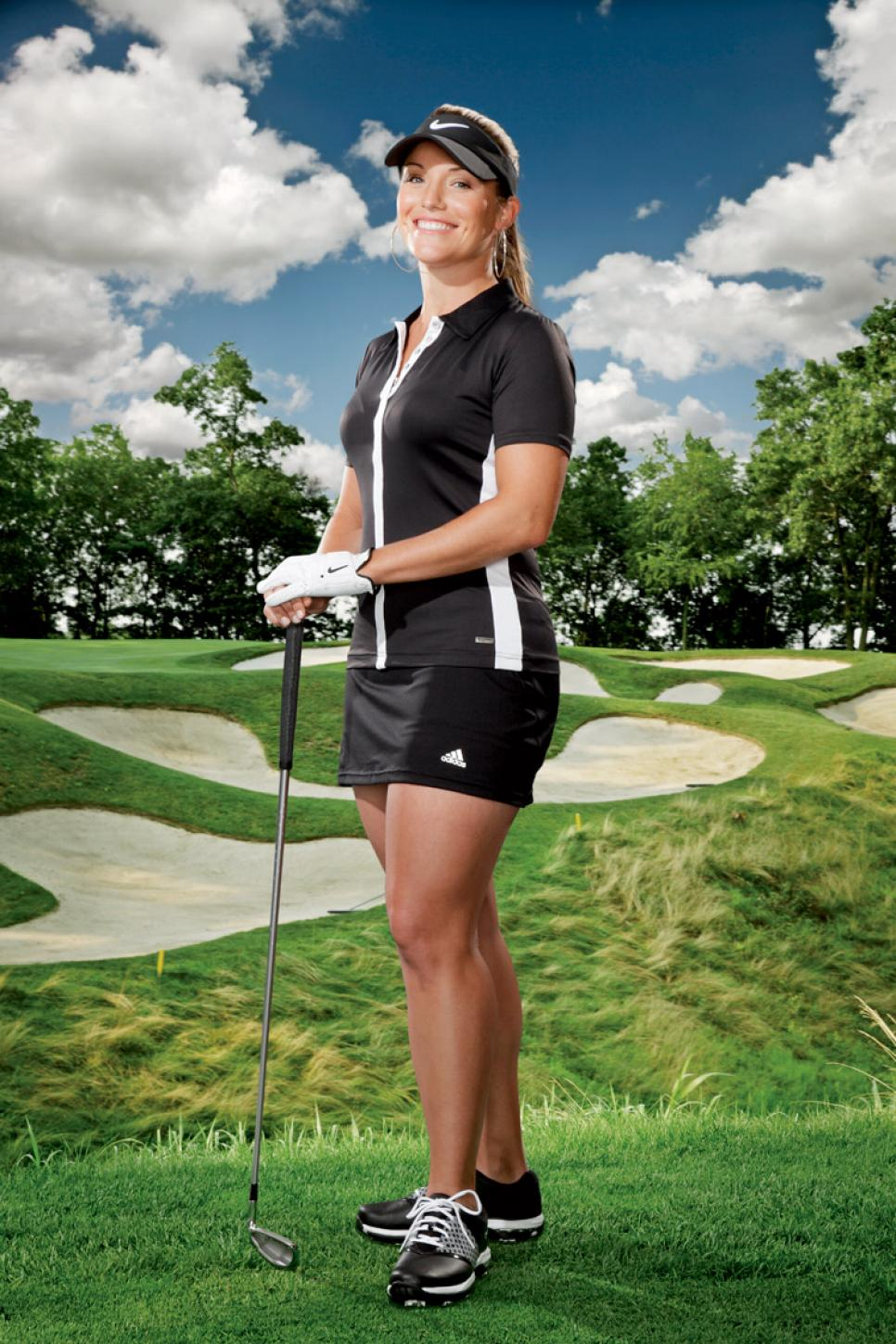 woman-undercover-round-5-golf-pro-look.jpg