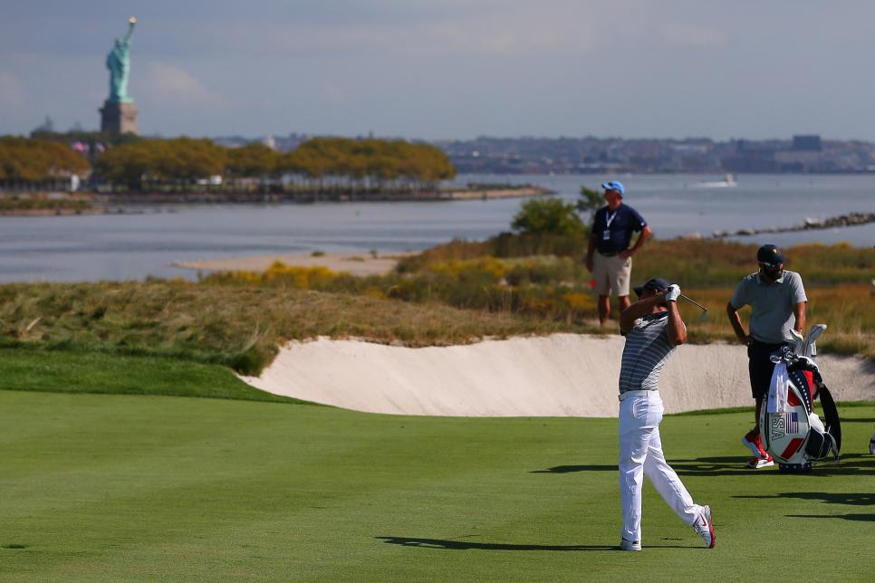 brooks-koepka-presidents-cup-2017-statue-of-liberty-tuesday.jpg