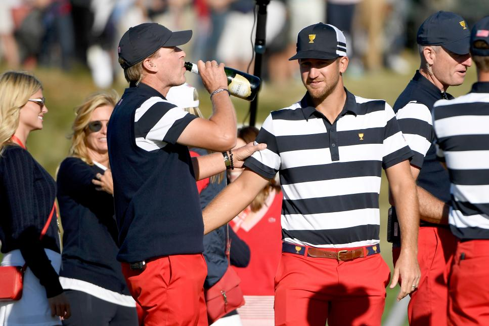 steve-stricker-presidents-cup-sipping-champagne.jpg