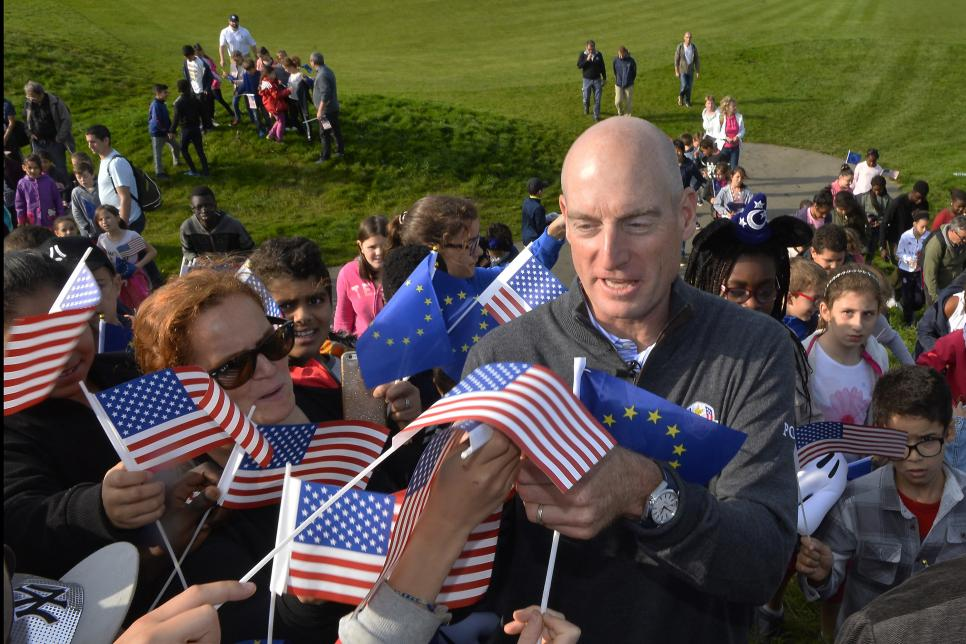 ryder-cup-2018-preview-jim-furyk-signing-le-golf-national.jpg