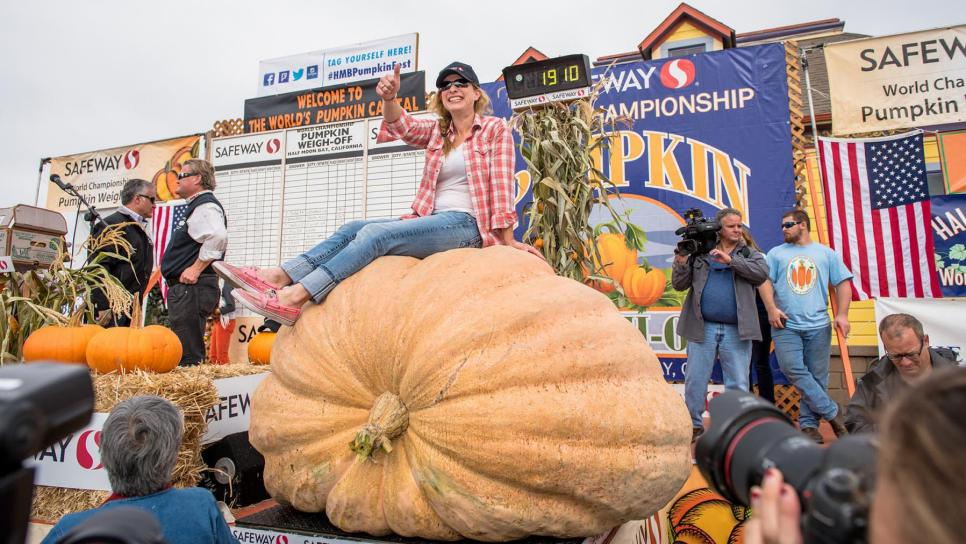 2016-Pumpkin-Weigh-Off-Winner-Cindy-Tobeck-3-300dpi.jpg