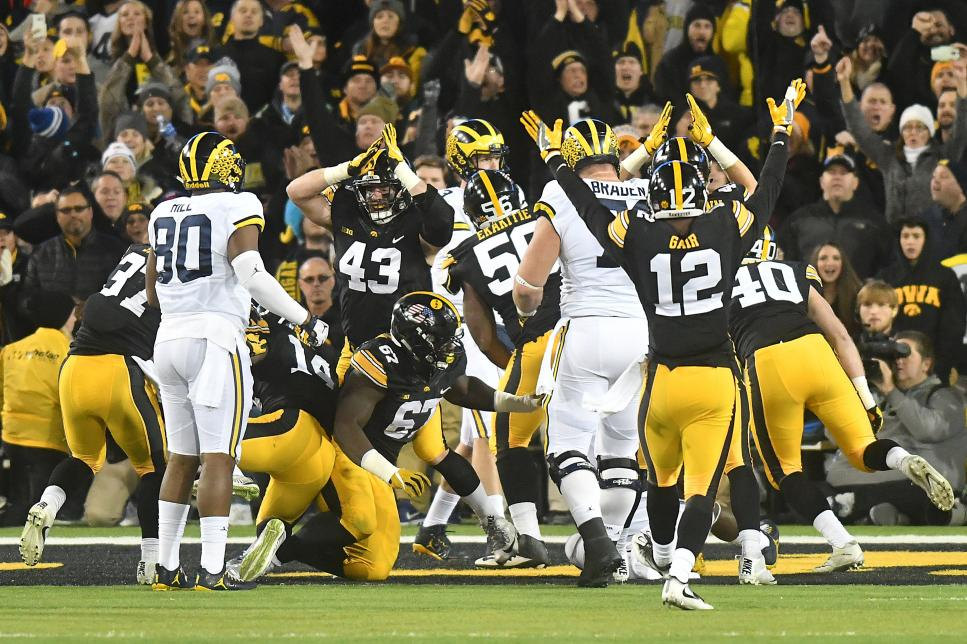 NCAA FOOTBALL: NOV 12 Michigan at Iowa