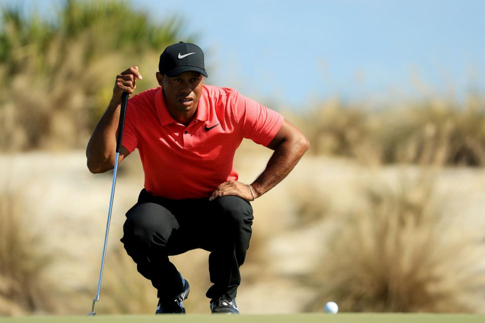 tiger-woods-hero-world-challenge-sunday-2017-putting.jpg