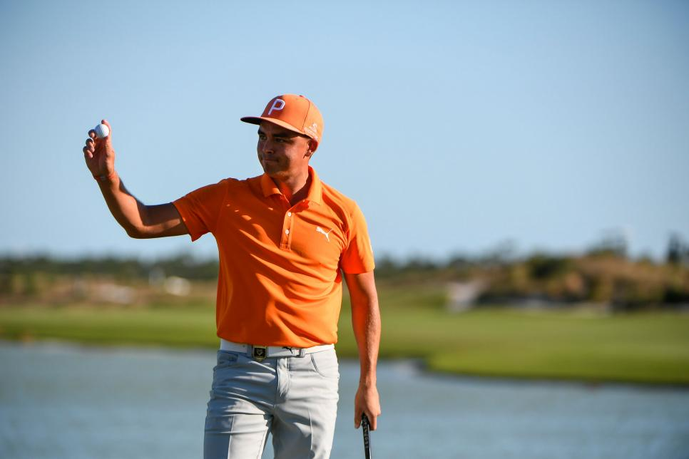 rickie-fowler-2017-hero-world-challenge-wave-crowd.jpg