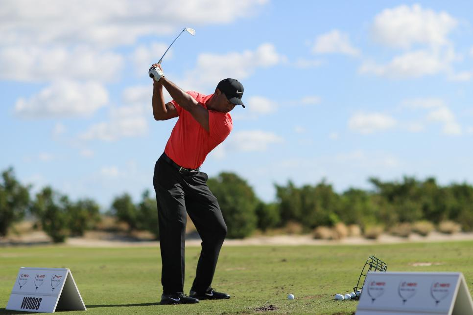 noty-tiger-woods-swinging-hero-world-challenge.jpg