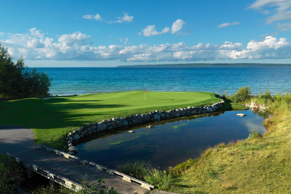 Michigan-Must-Plays2-Bay-Harbor-Quarry-hole-8.jpg