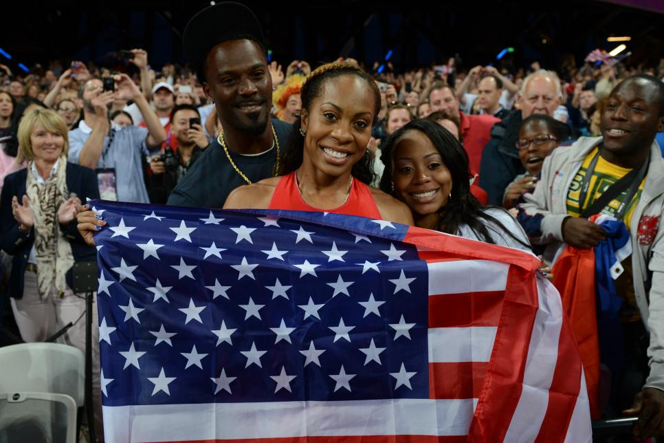 US' Sanya Richards-Ross (C) poses with h