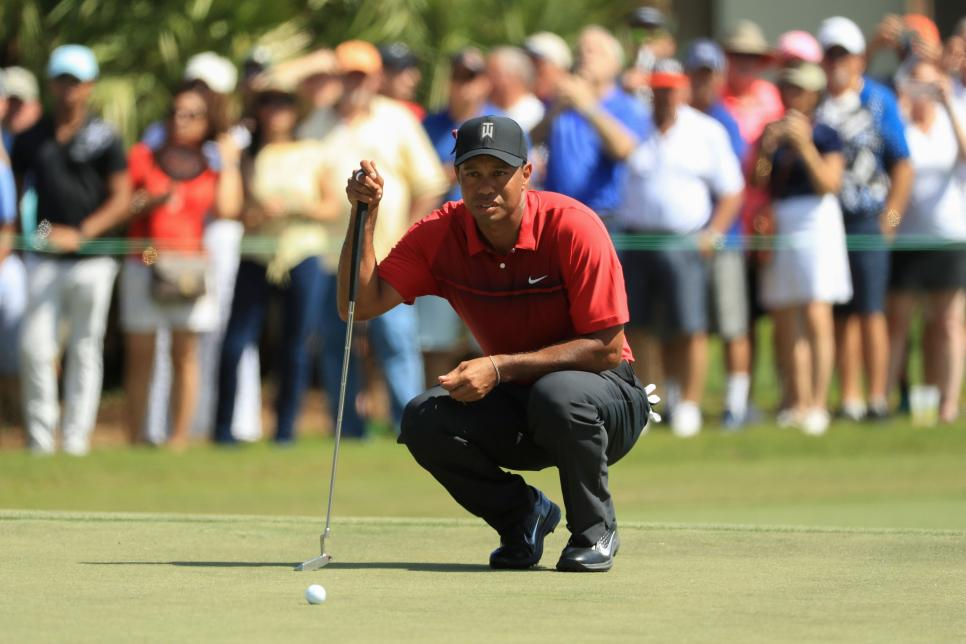 tiger-woods-honda-sunday-2018-putting-crouched.jpg