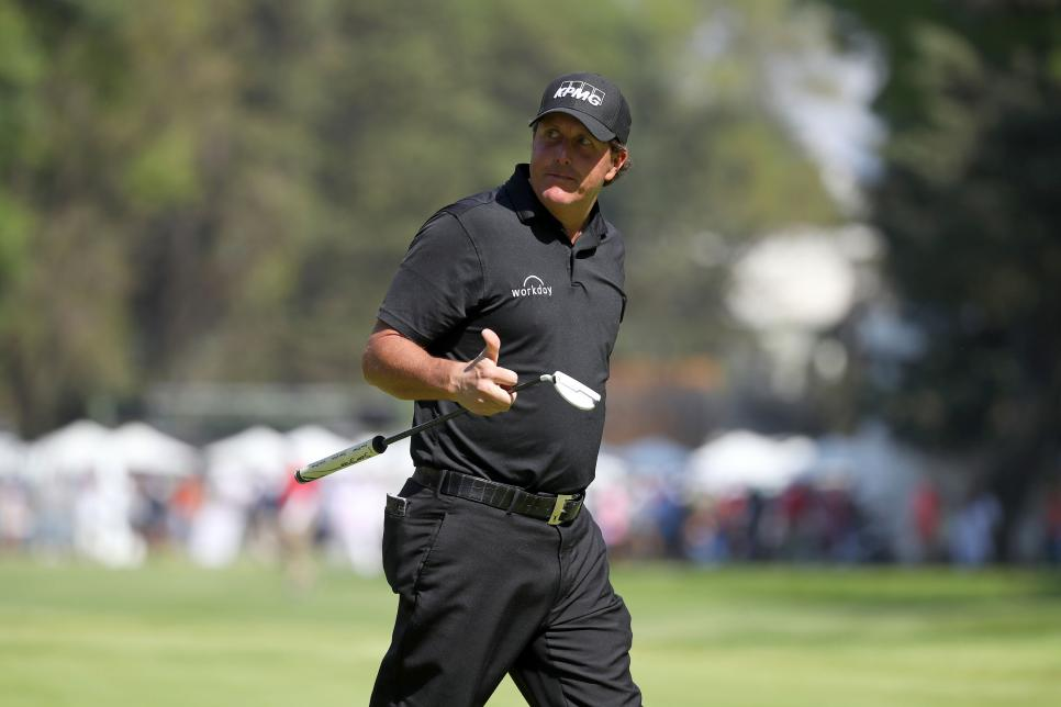 phil-mickelson-wgc-mexico-sunday-2018-thumbs-up.jpg