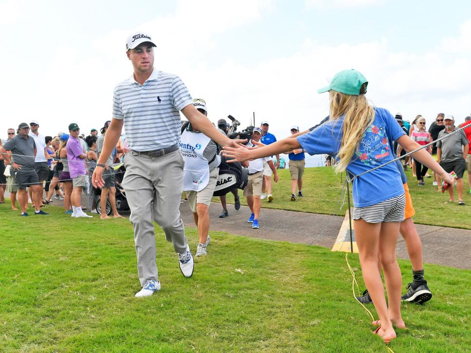 justin-thomas-high-five-kid-sentry-tournament-of-champions-2018.jpg