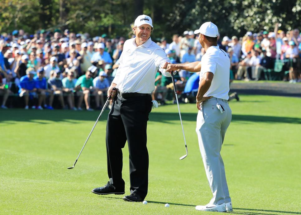 phil-mickelson-tiger-woods-masters-2018-tuesday-fist-bump.jpg