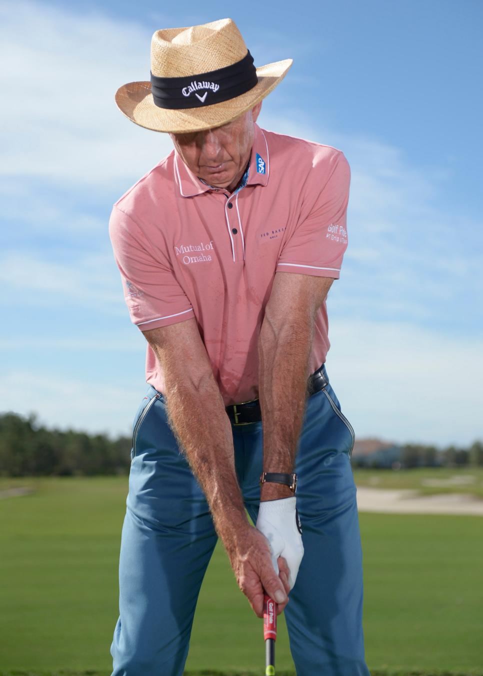 David-Leadbetter-pitching-grip-pressure.jpg