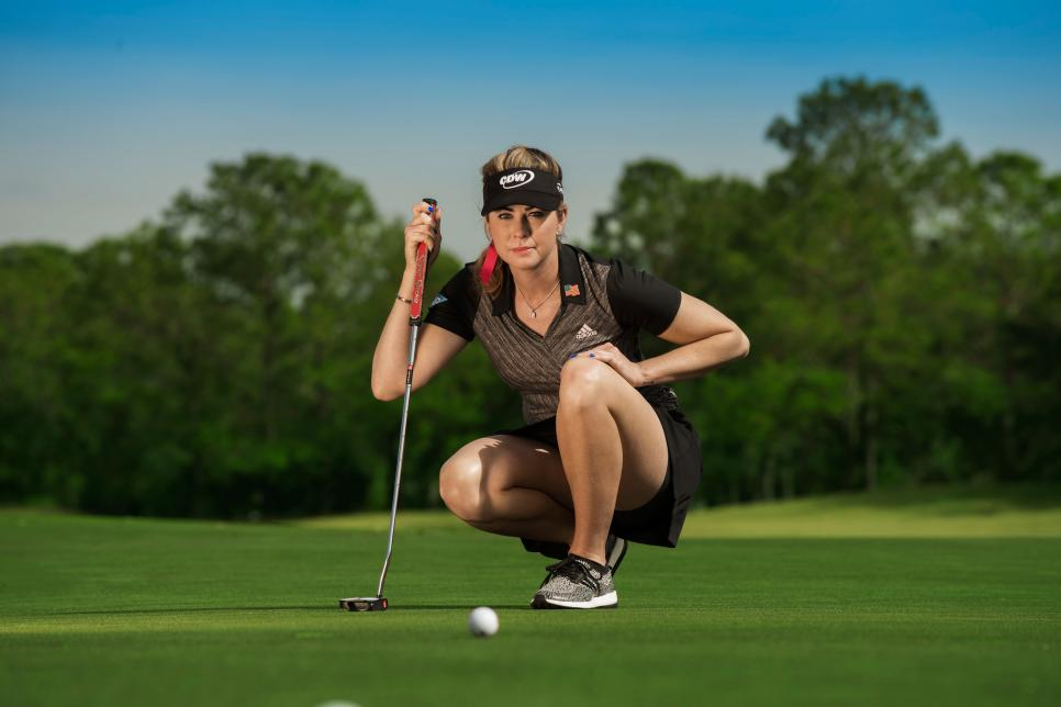 Paula-Creamer-putting-intro.jpg