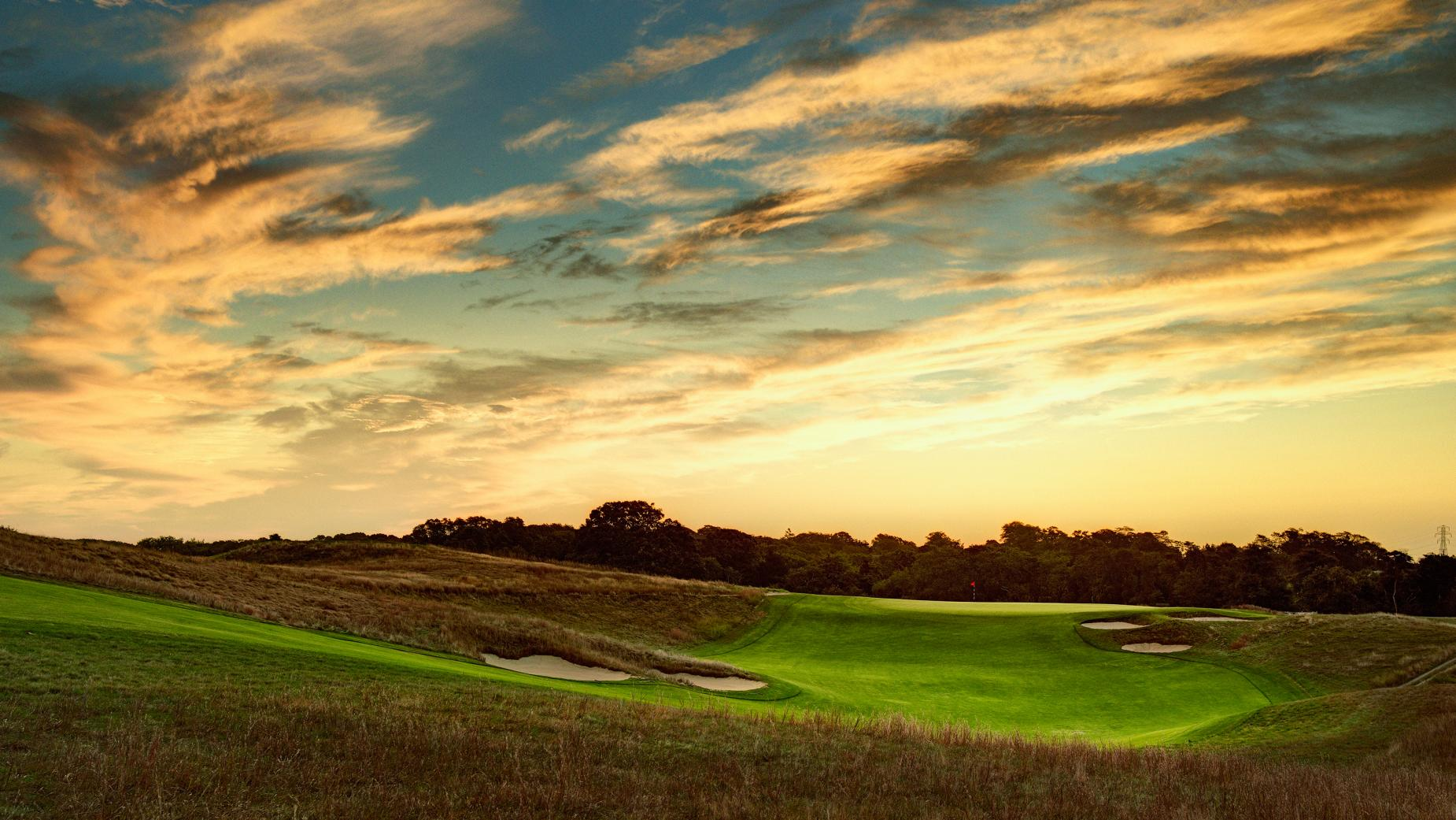 Shinnecock-Hills-GC-par-4-10th-hole.jpg