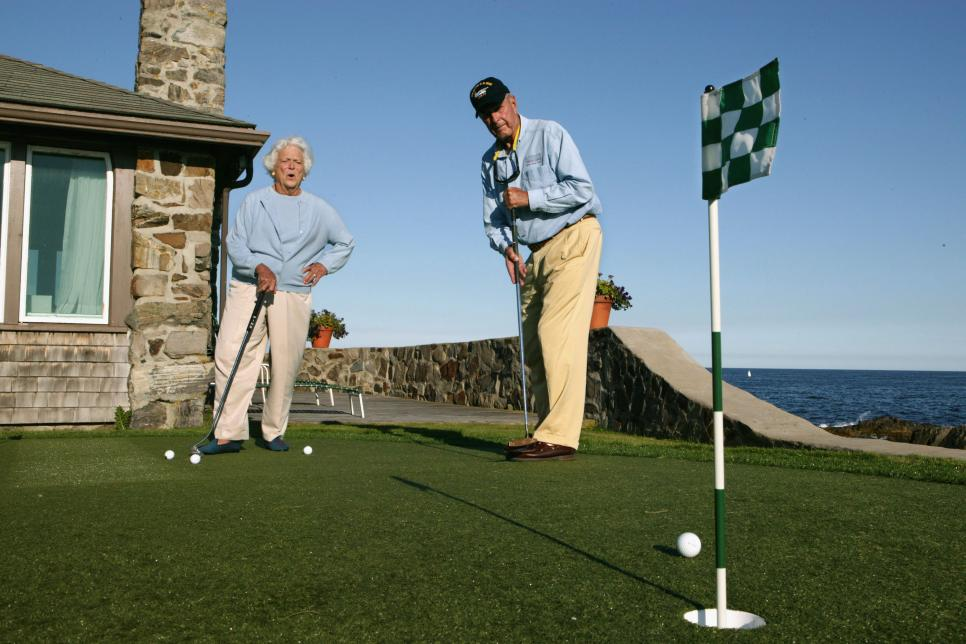 george-hw-bush-barbara-bush-putting.jpg