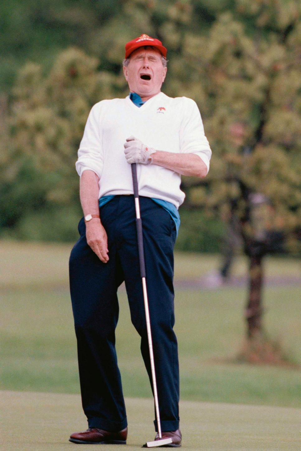 george-hw-bush-reaction-missed-putt.jpg