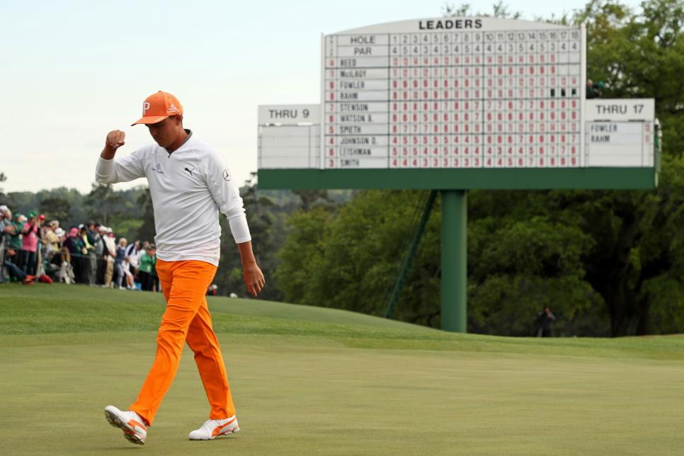 rickie-fowler-masters-2018-sunday-walking-off-18.jpg