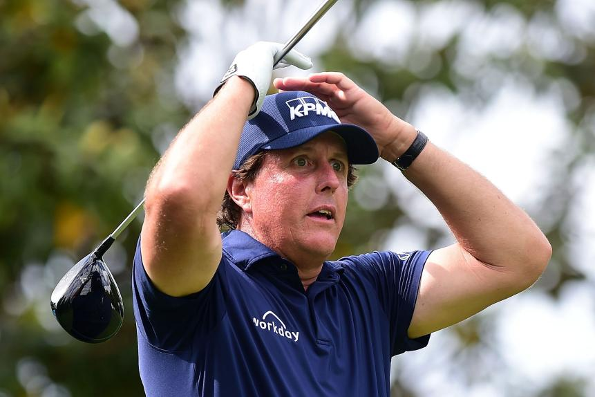 phil-mickelson-wells-fargo-2018-sunday-hands-on-head.jpg