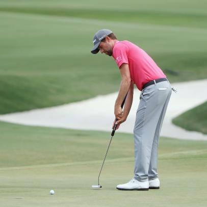 Is Webb Simpson's arm-anchoring style of putting the way of the future?